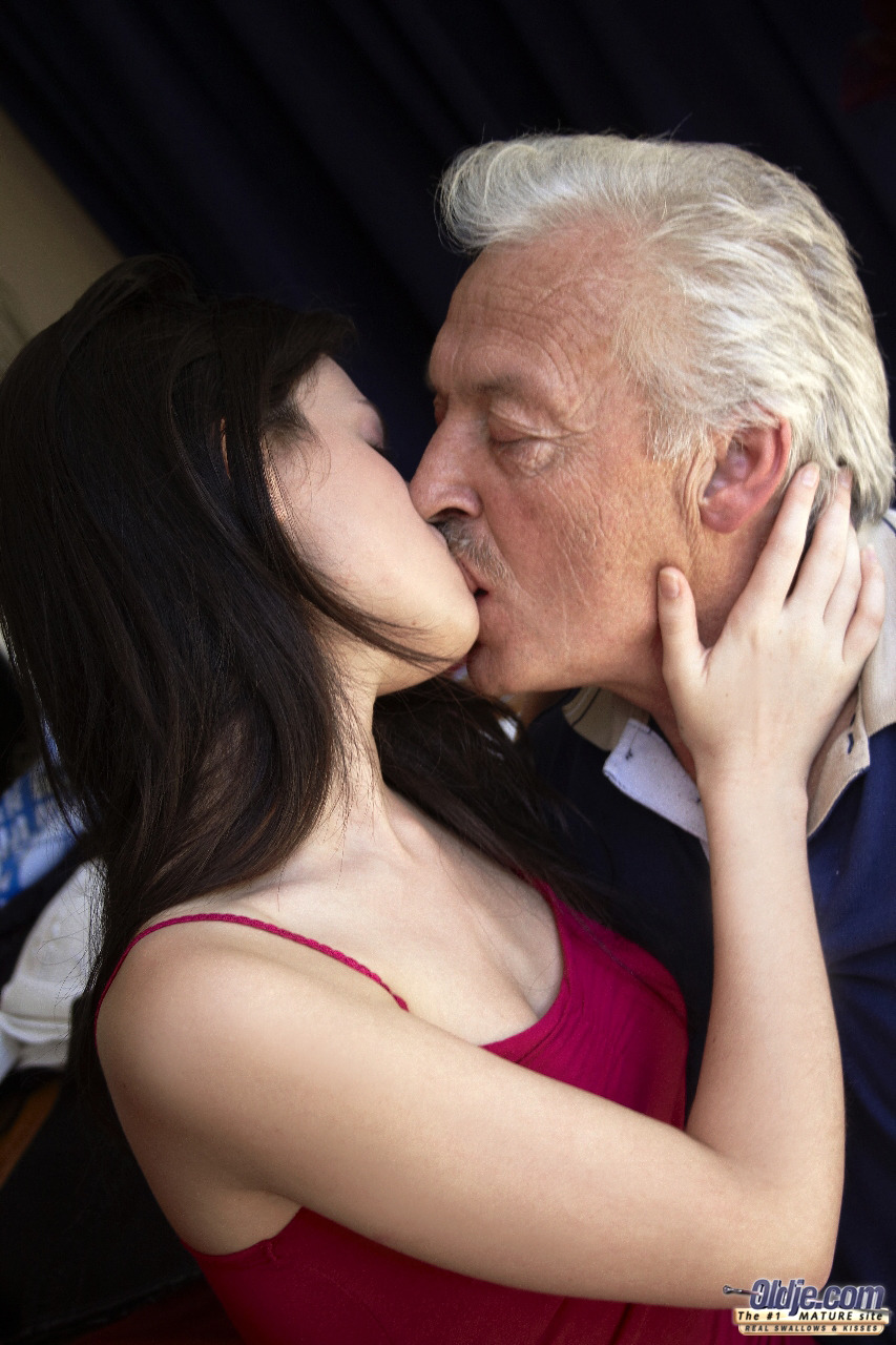 men Young kissing girls and old