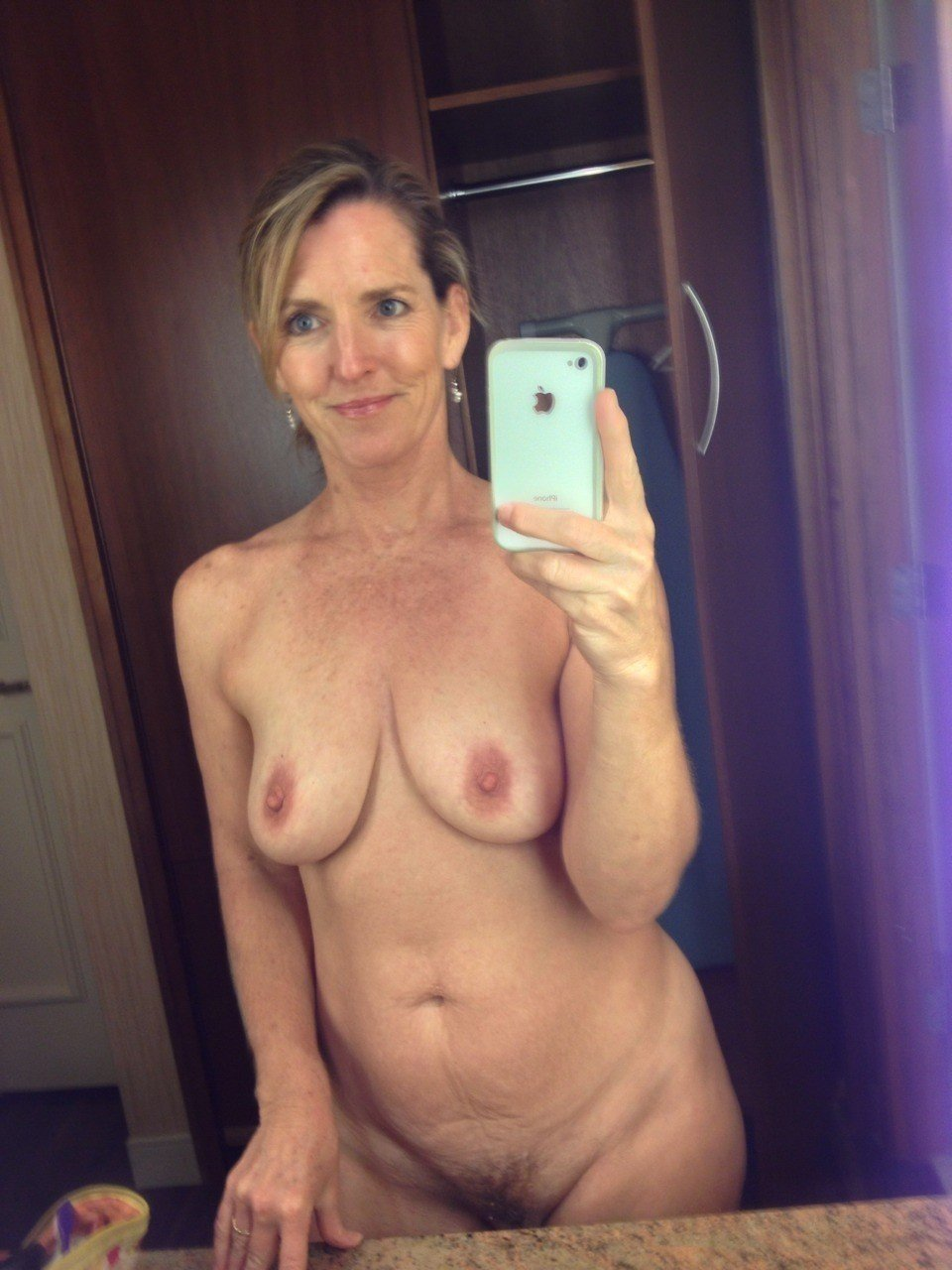 mature naked selfie amateur