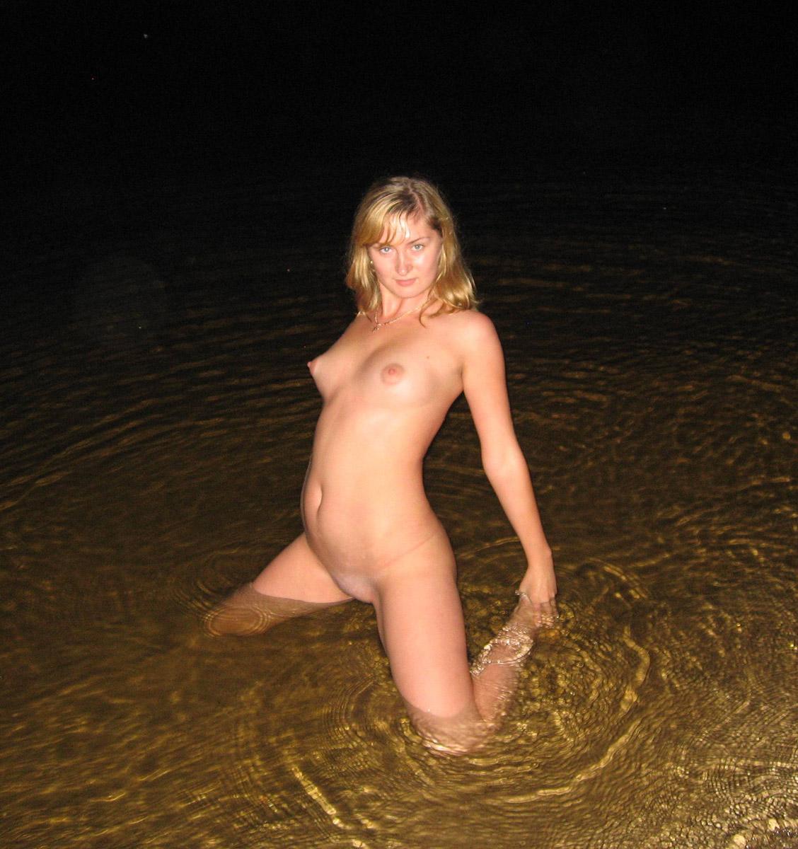 posing Naked ass girls