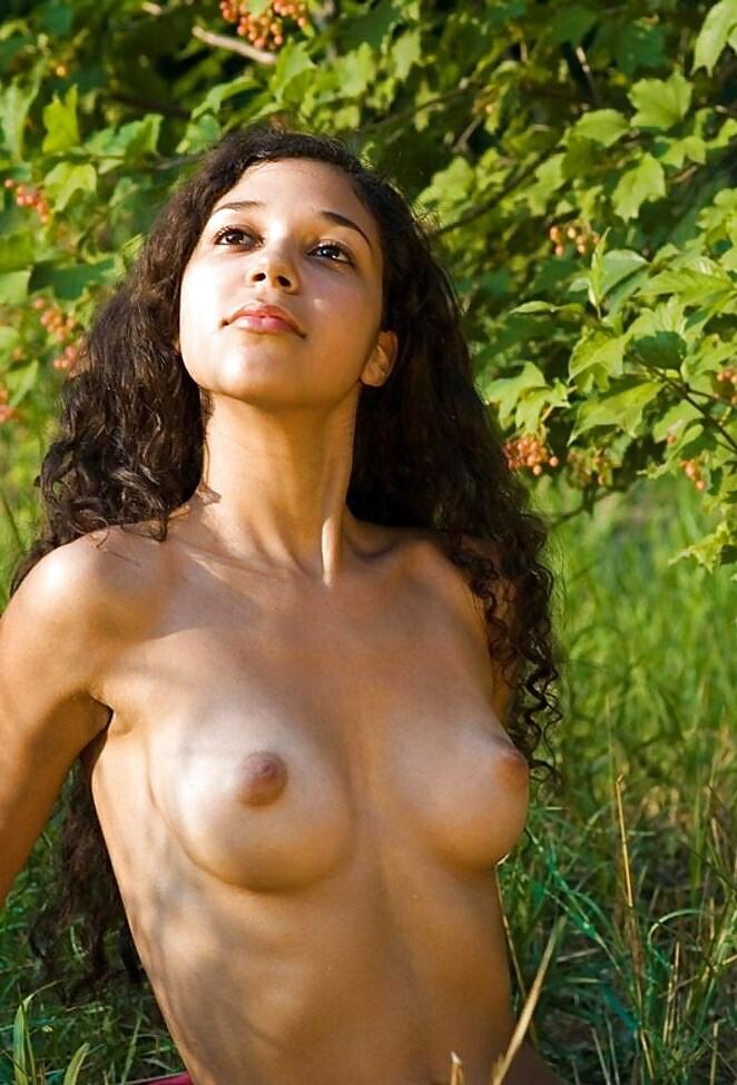 woman nude rica Costa