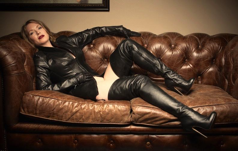 Mistress t leather gloves