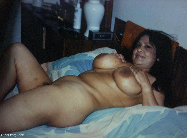 nude indian aunty sucking penies