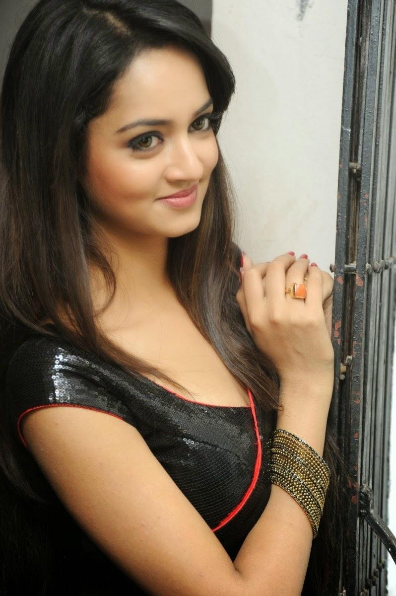 actress nude divya Sri