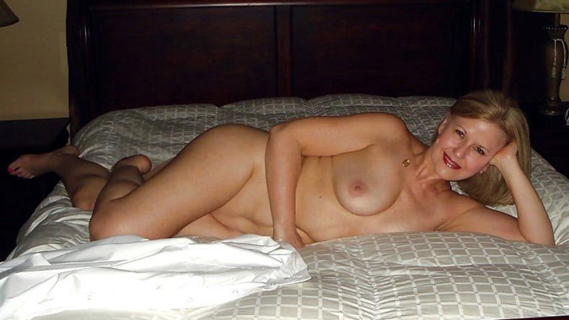 Nude women hotel room pictures