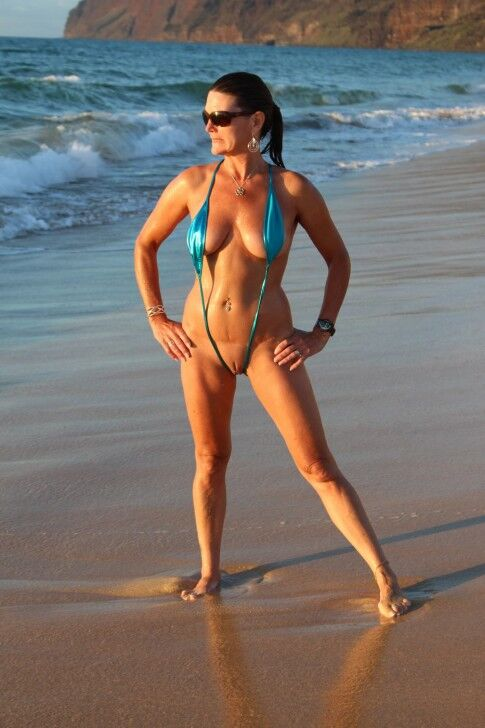 bikini Mature slingshot
