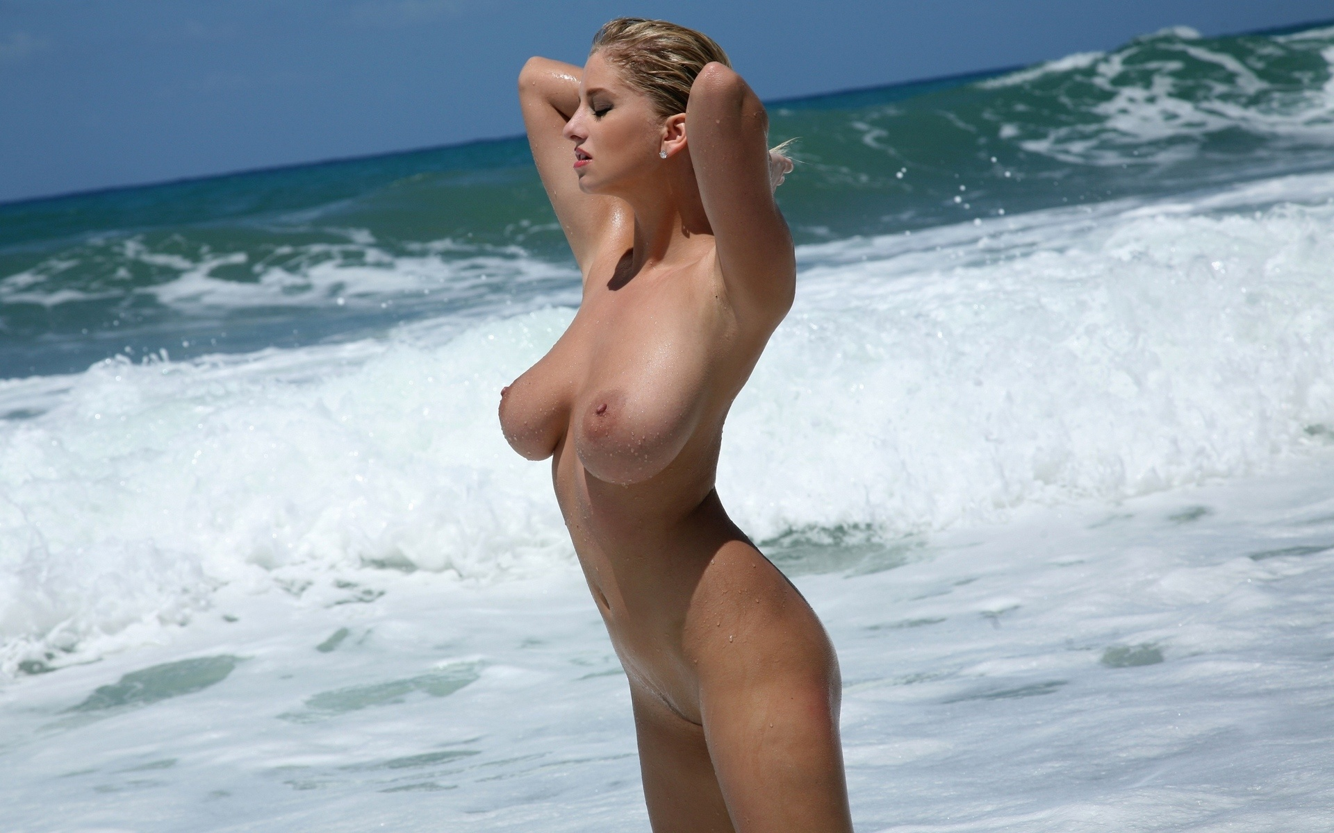 girls beach Blonde nude