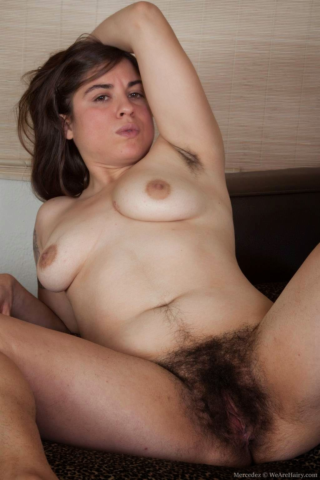 women Hairy armpit