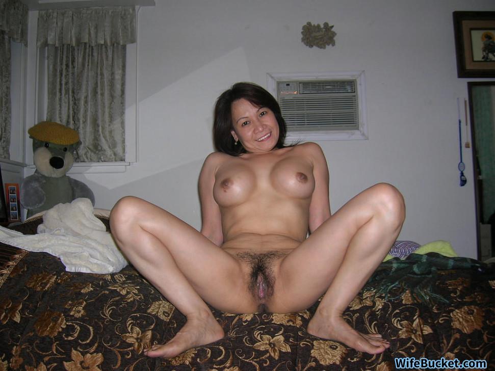 mature Wife women bucket naked