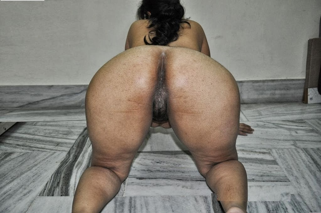 bhabhi crack Indian ass