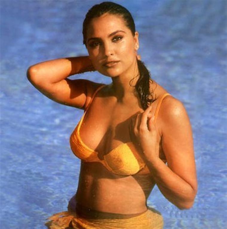 hot Lara bikini dutta