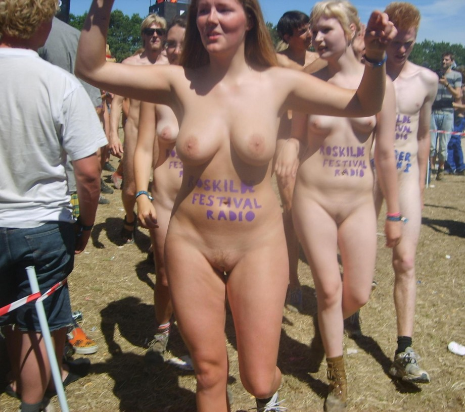 girl College naked run