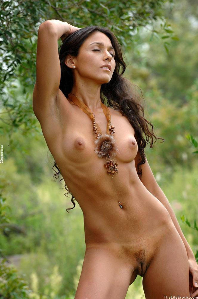 girls Naked nude jungle