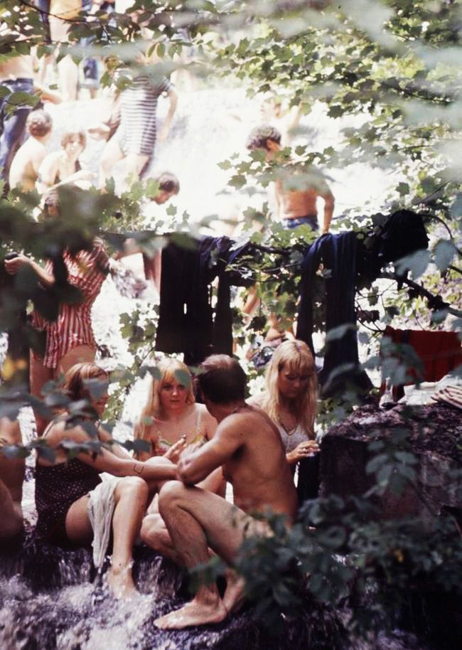 nude woodstock at girls Gif