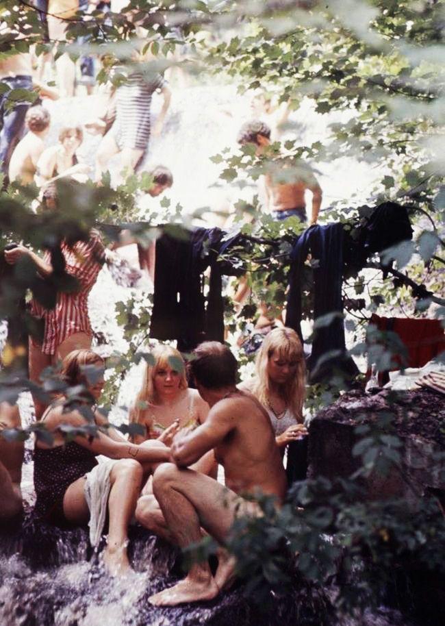 nude woodstock at girls Gif