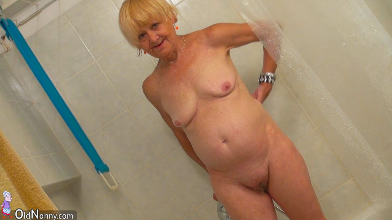 nude Hot nannies
