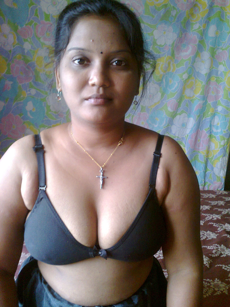 hot pics aunty village