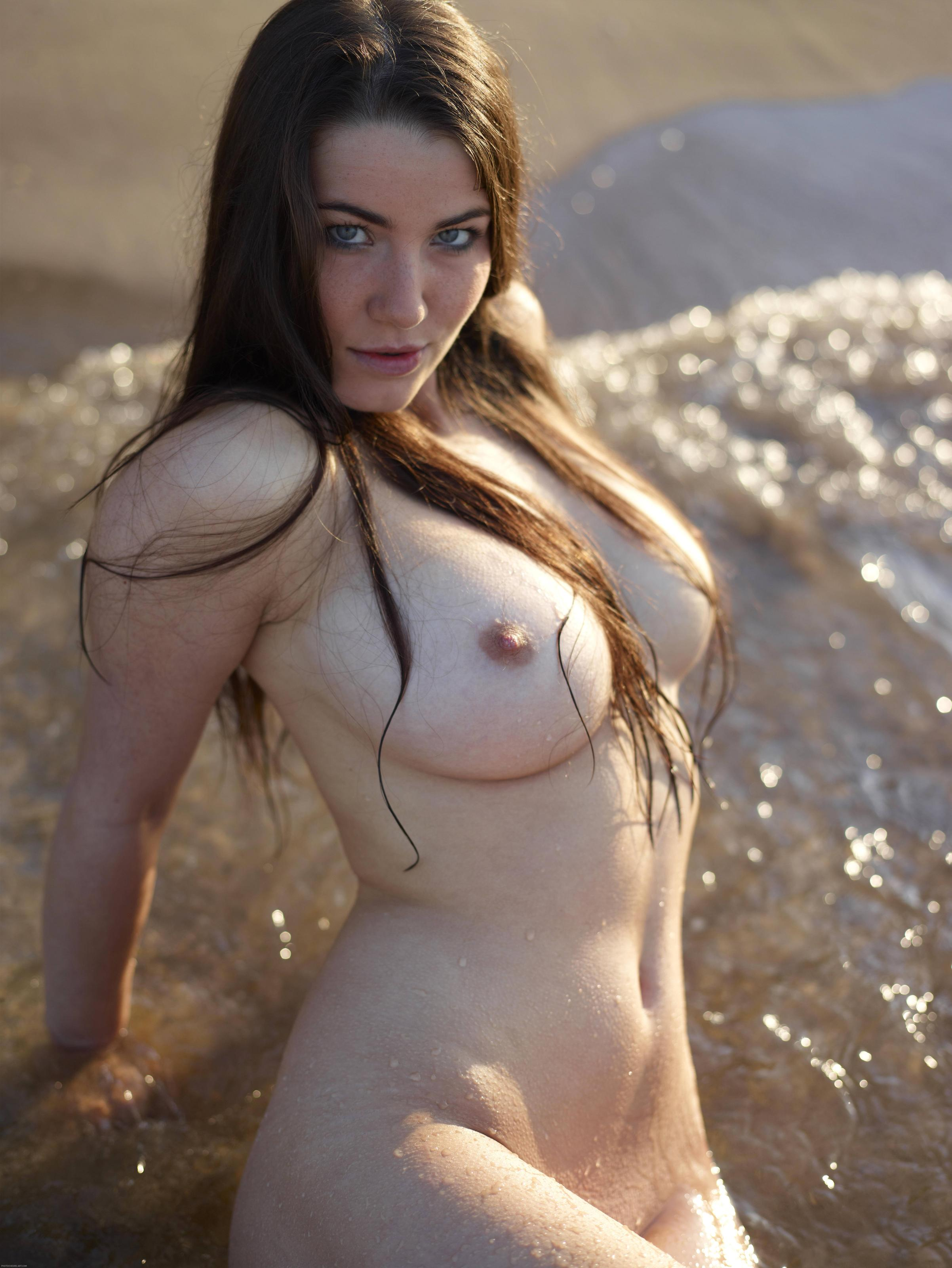beach beauty Yara