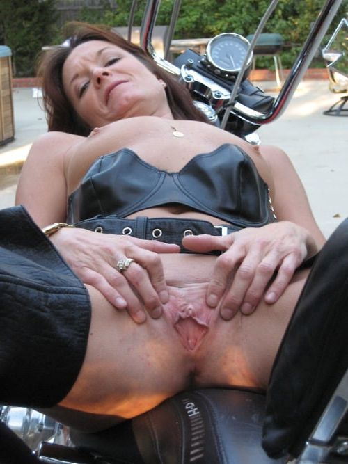 chicks pissing Biker