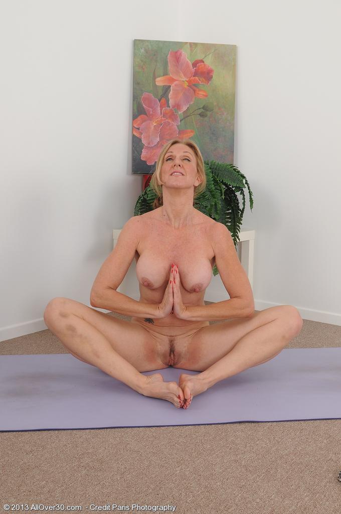 milfs naked yoga Mature
