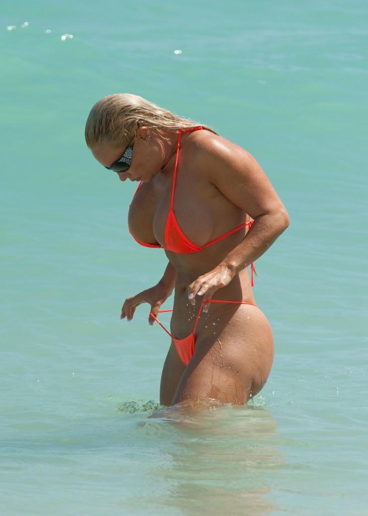 split Nicole coco austin doing