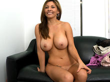 showing shaved pussy Mom