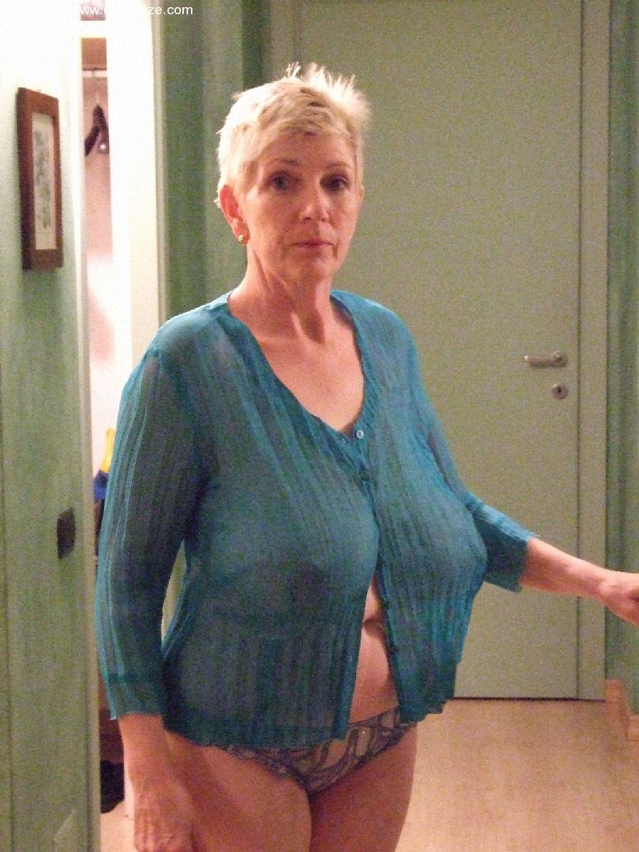 women Amateur naked big breast