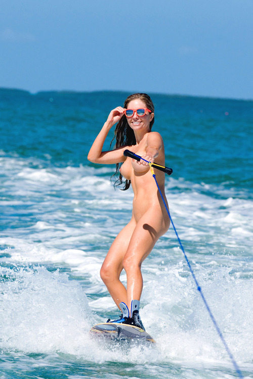 woman skiing Naked water