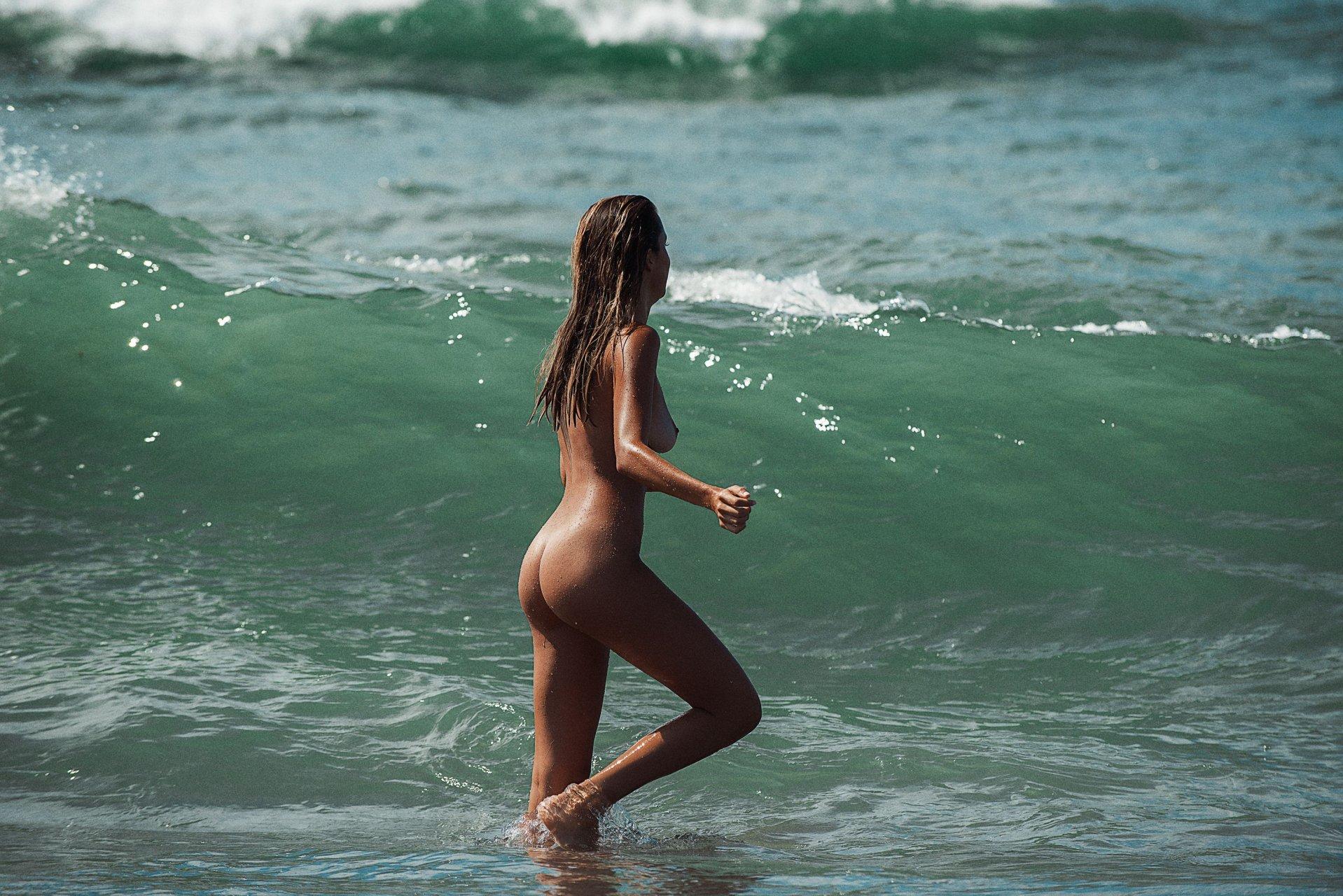 james nude Cassie
