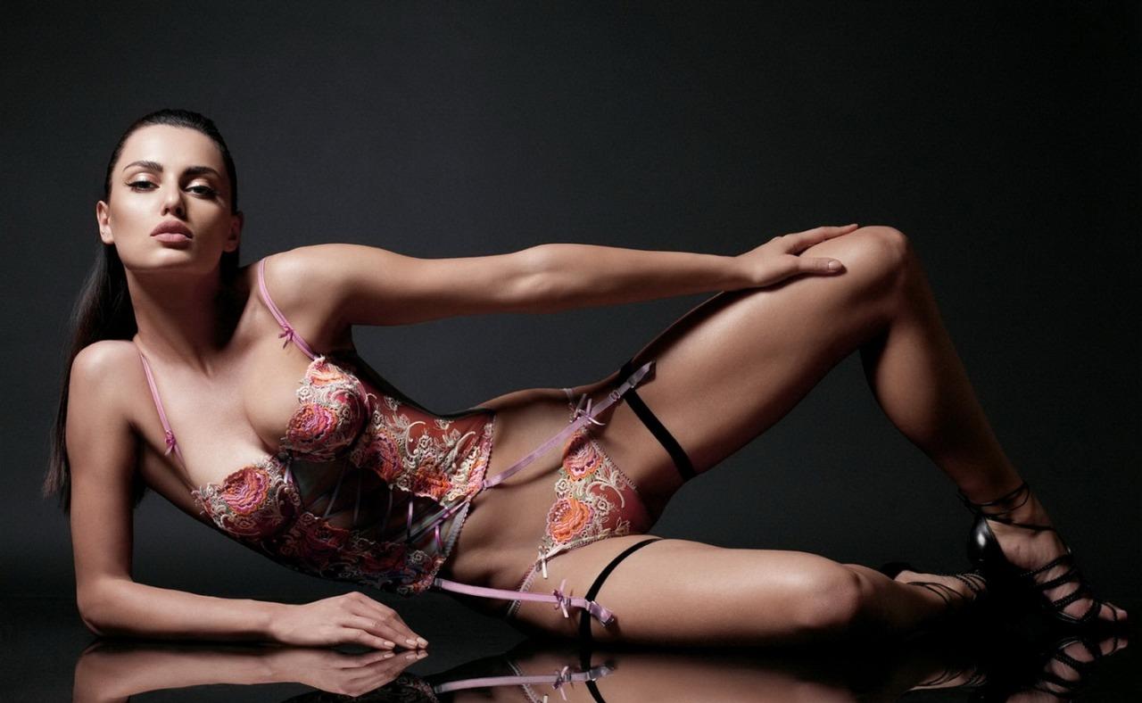 young yoga Filipina pants girl