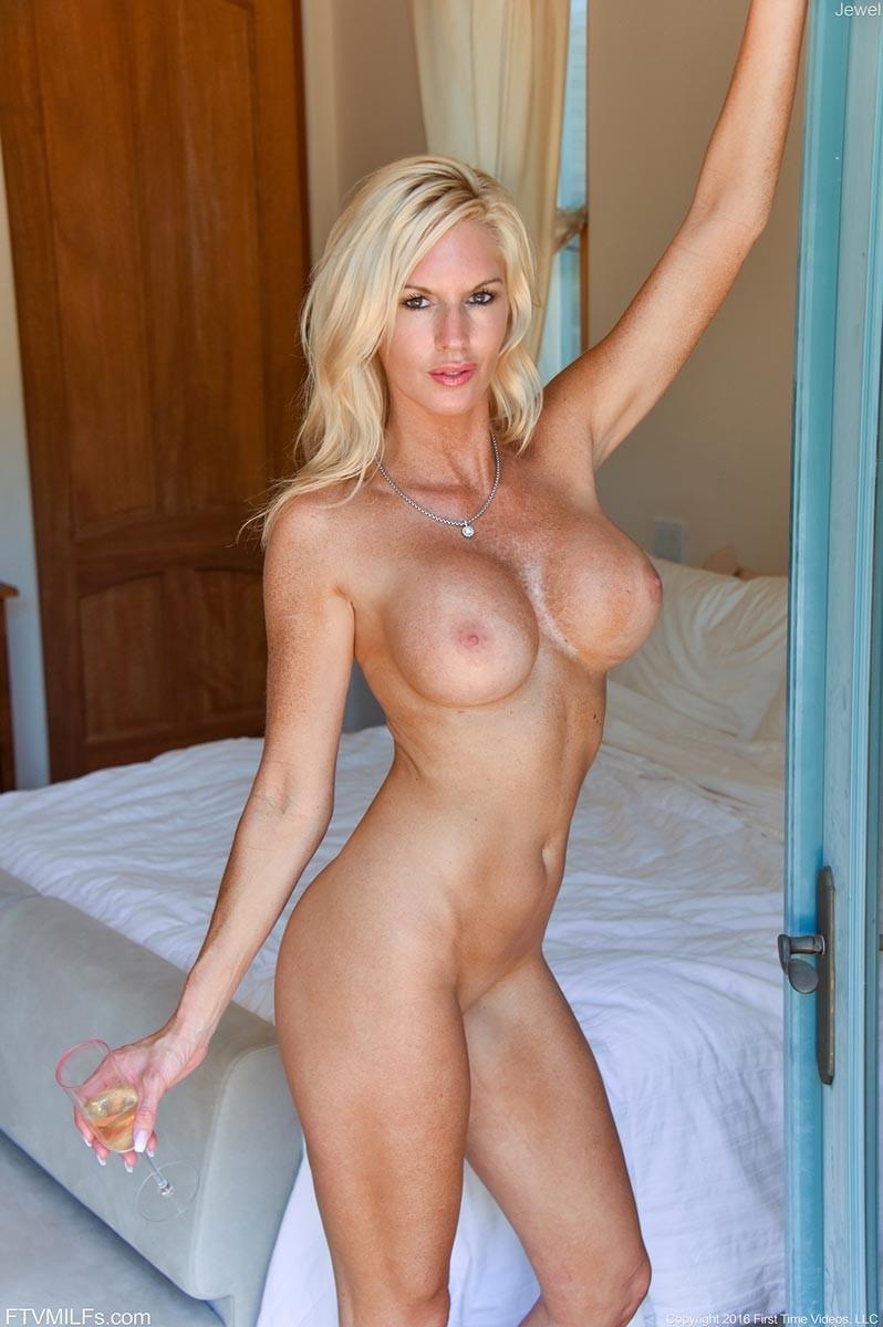 boob cougar Big blonde