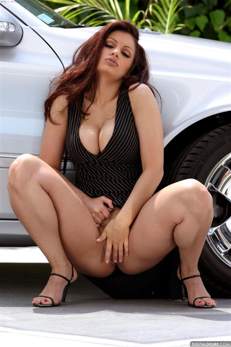 nude Aria in car giovanni