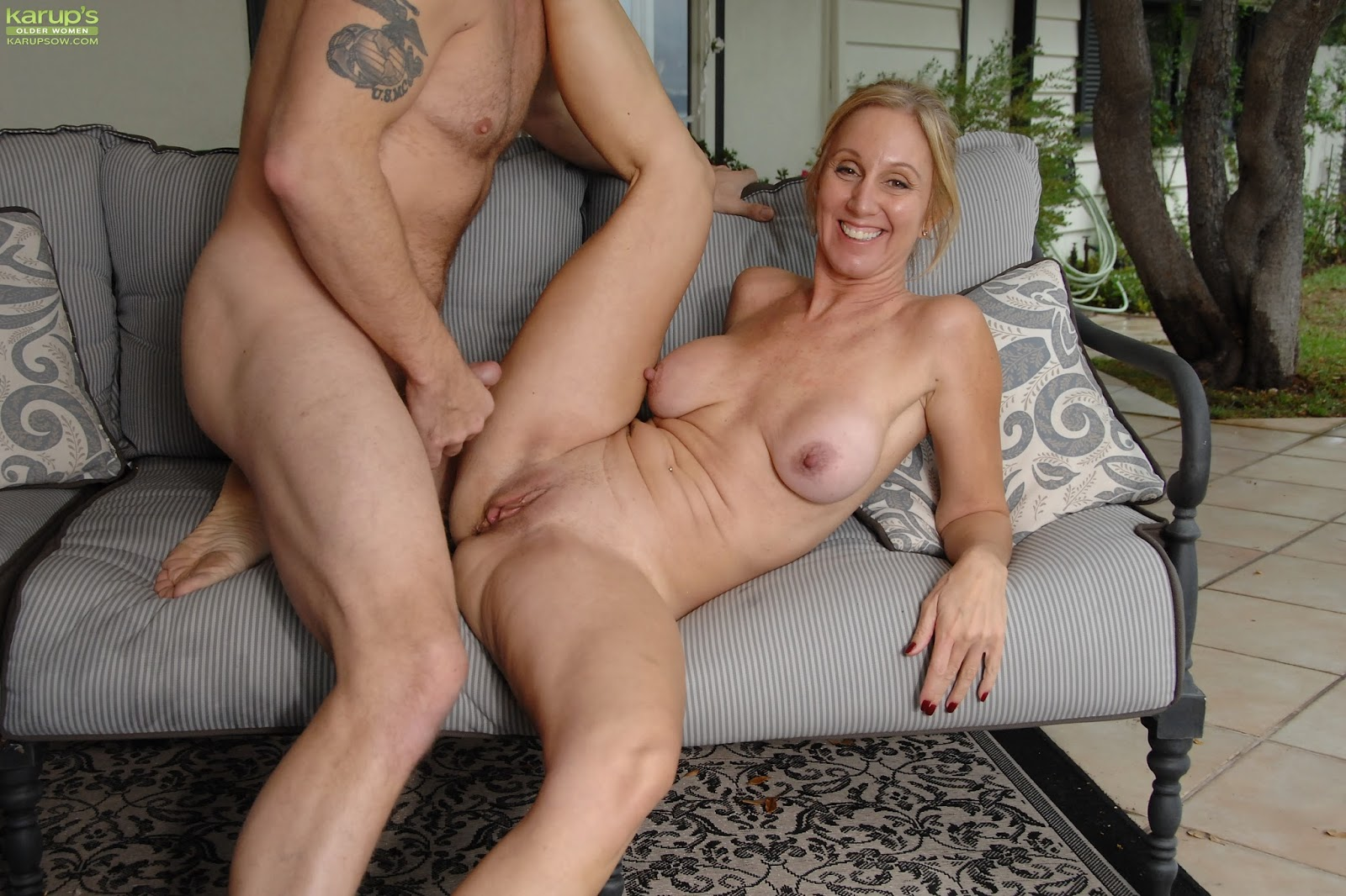 Chunky mature milf has sex