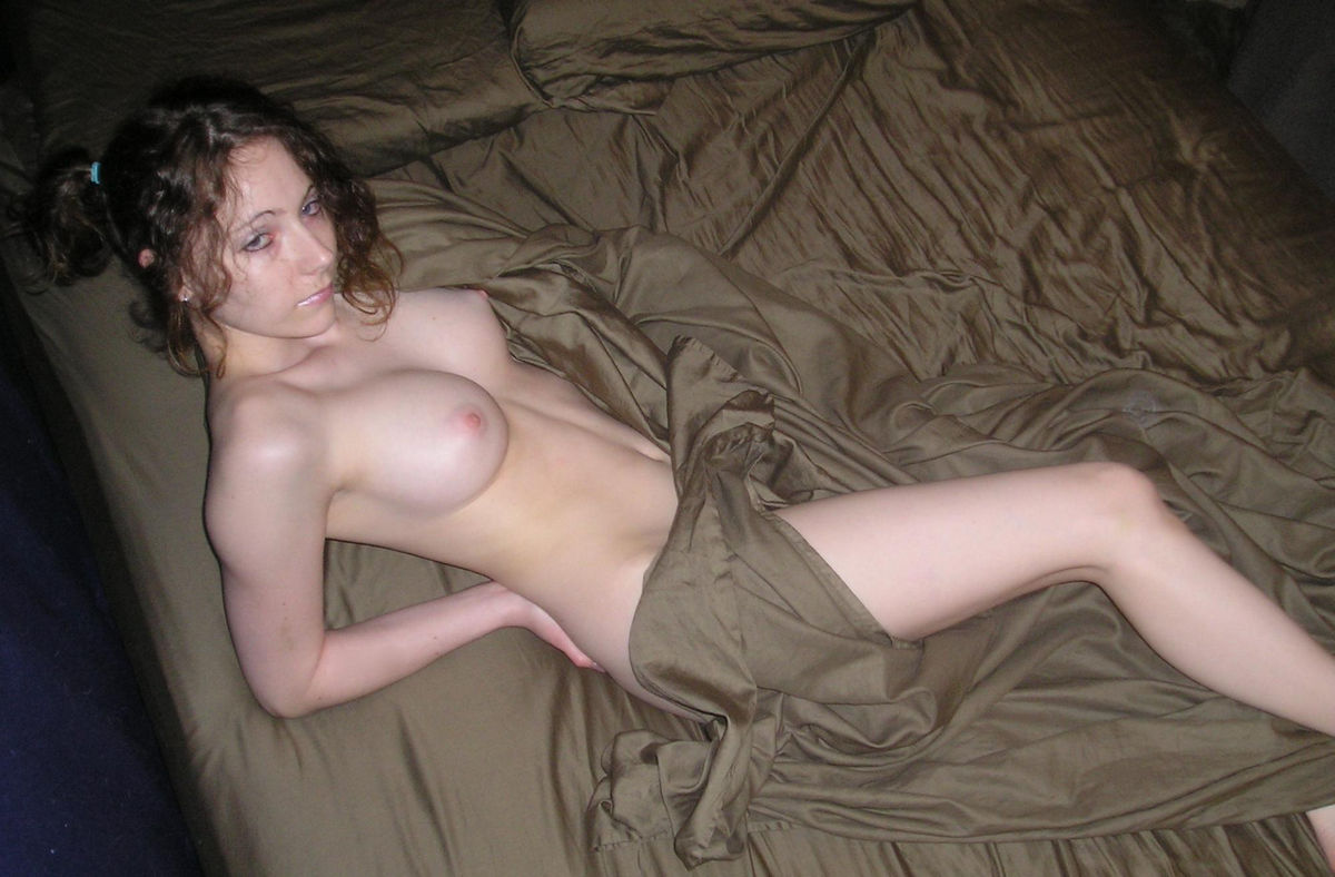 nude bed Sexy girl on