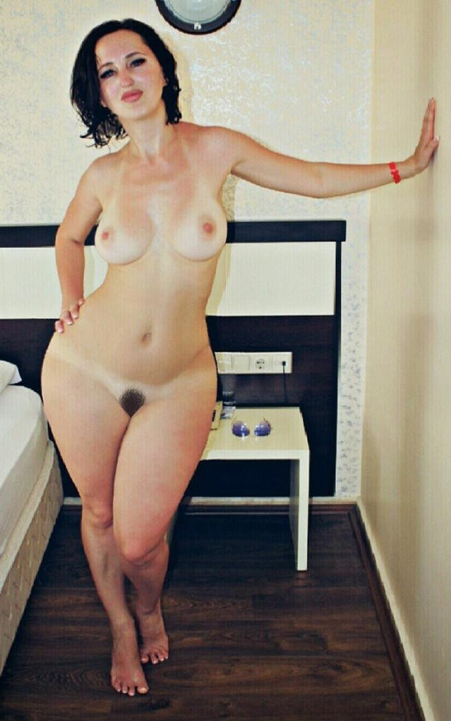 Alyssa milano tits