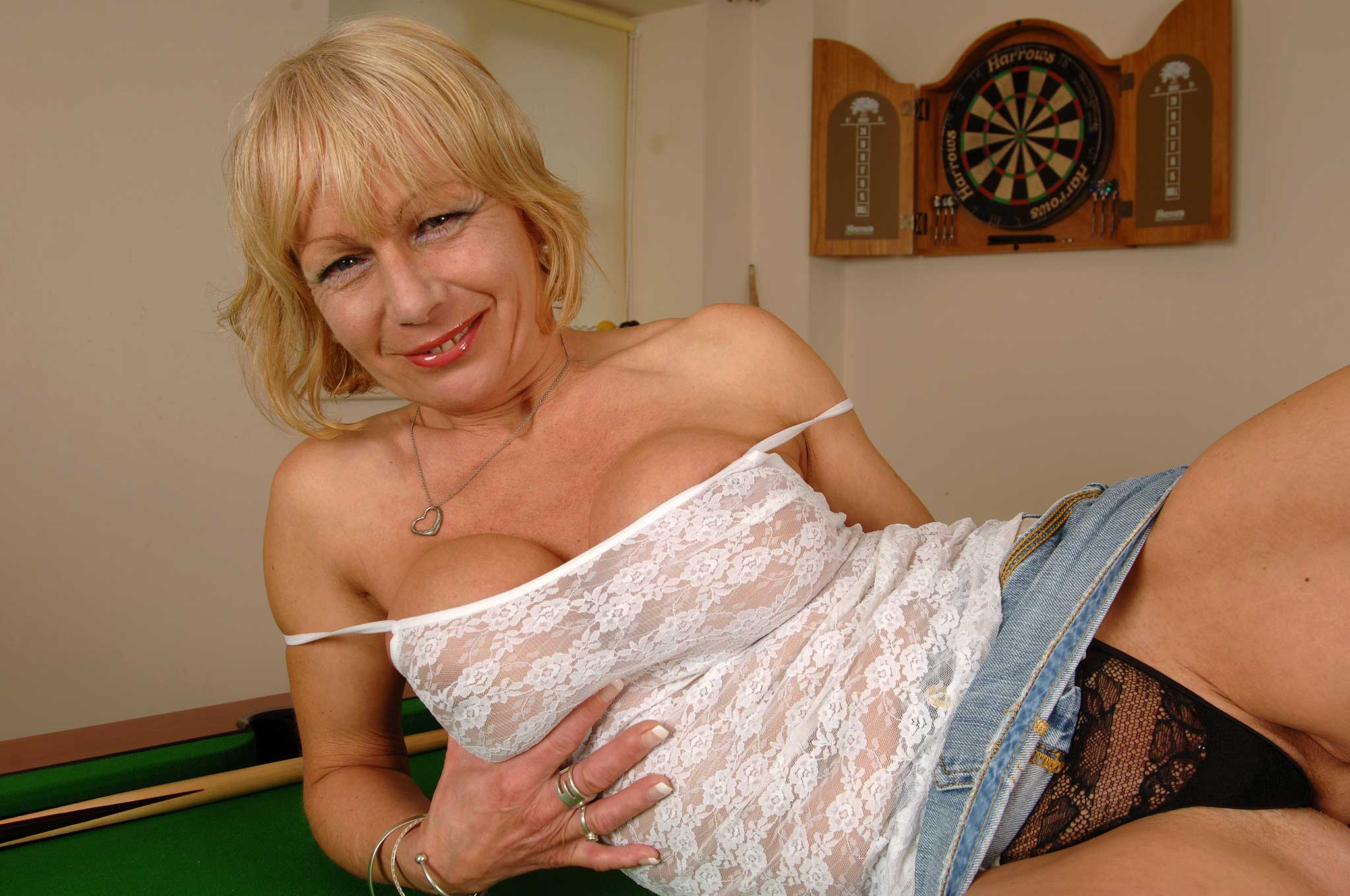 mature Jane bond