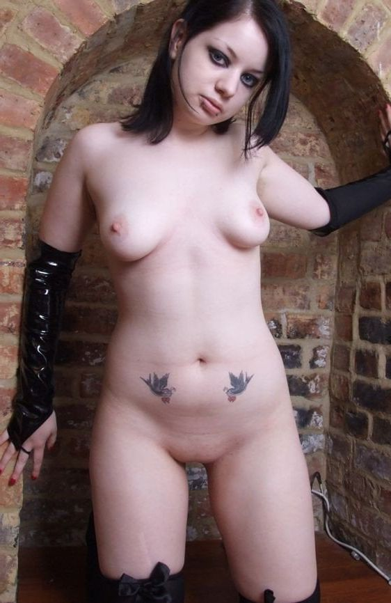 goth girls flash nude
