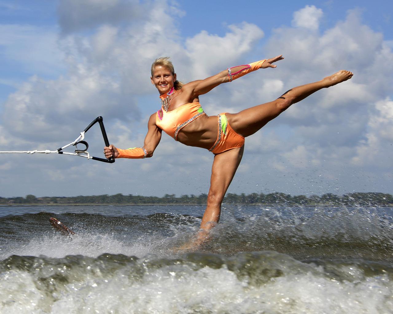 woman skiing Naked water