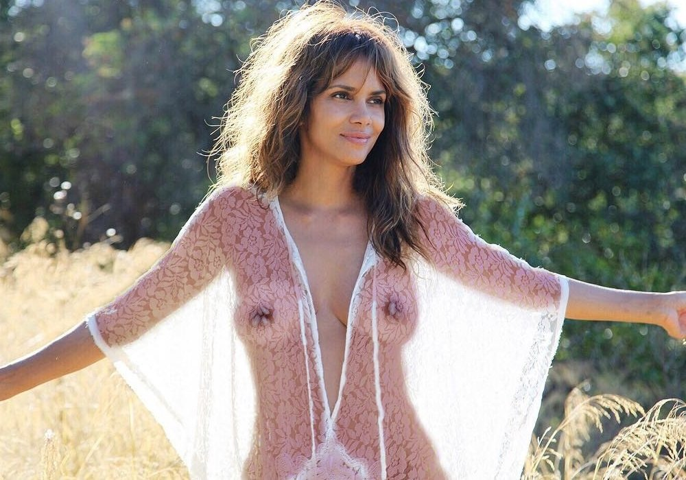 boobs Halle berry