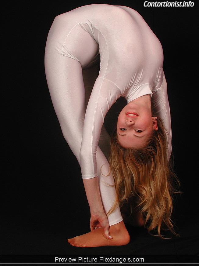 contortionist nude Zlata