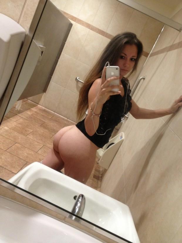 selfie Public bathroom