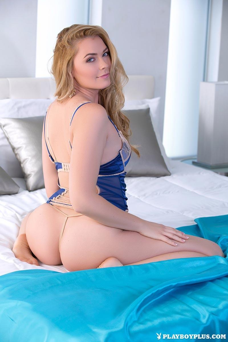 nude Lesbians posing