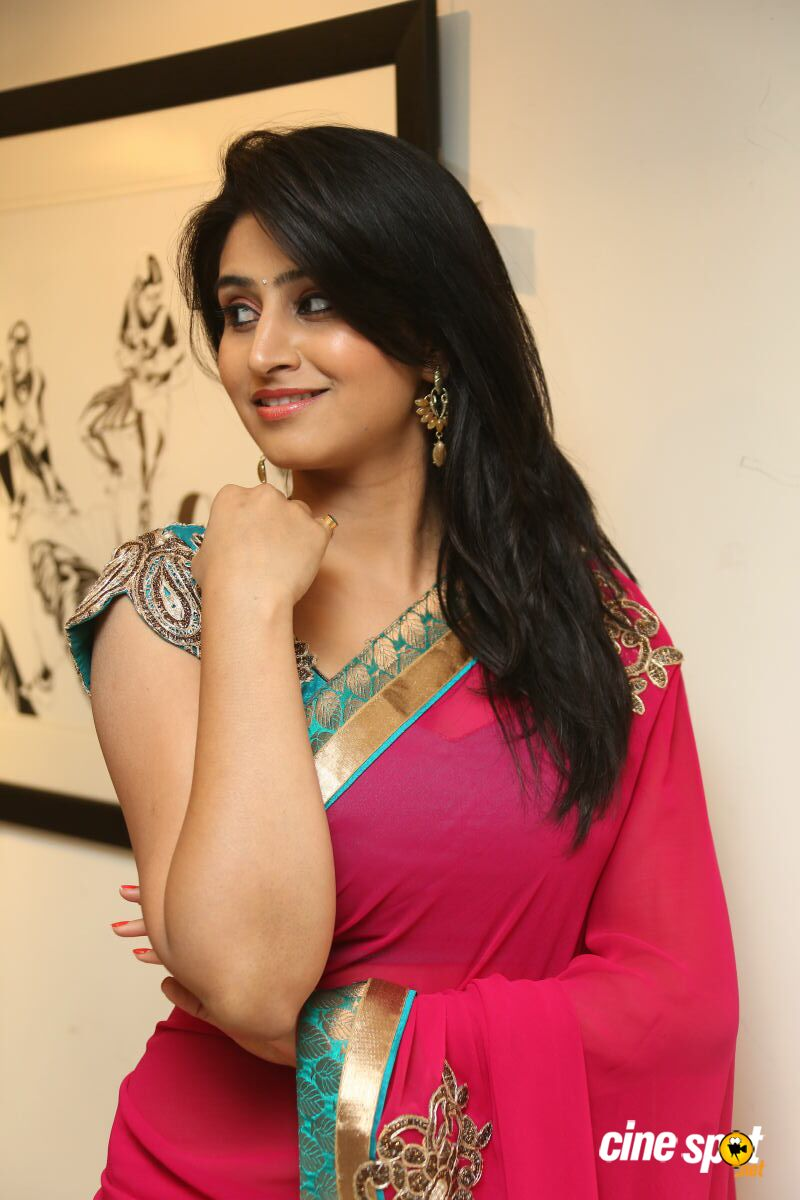 actress cleavage indian Hot