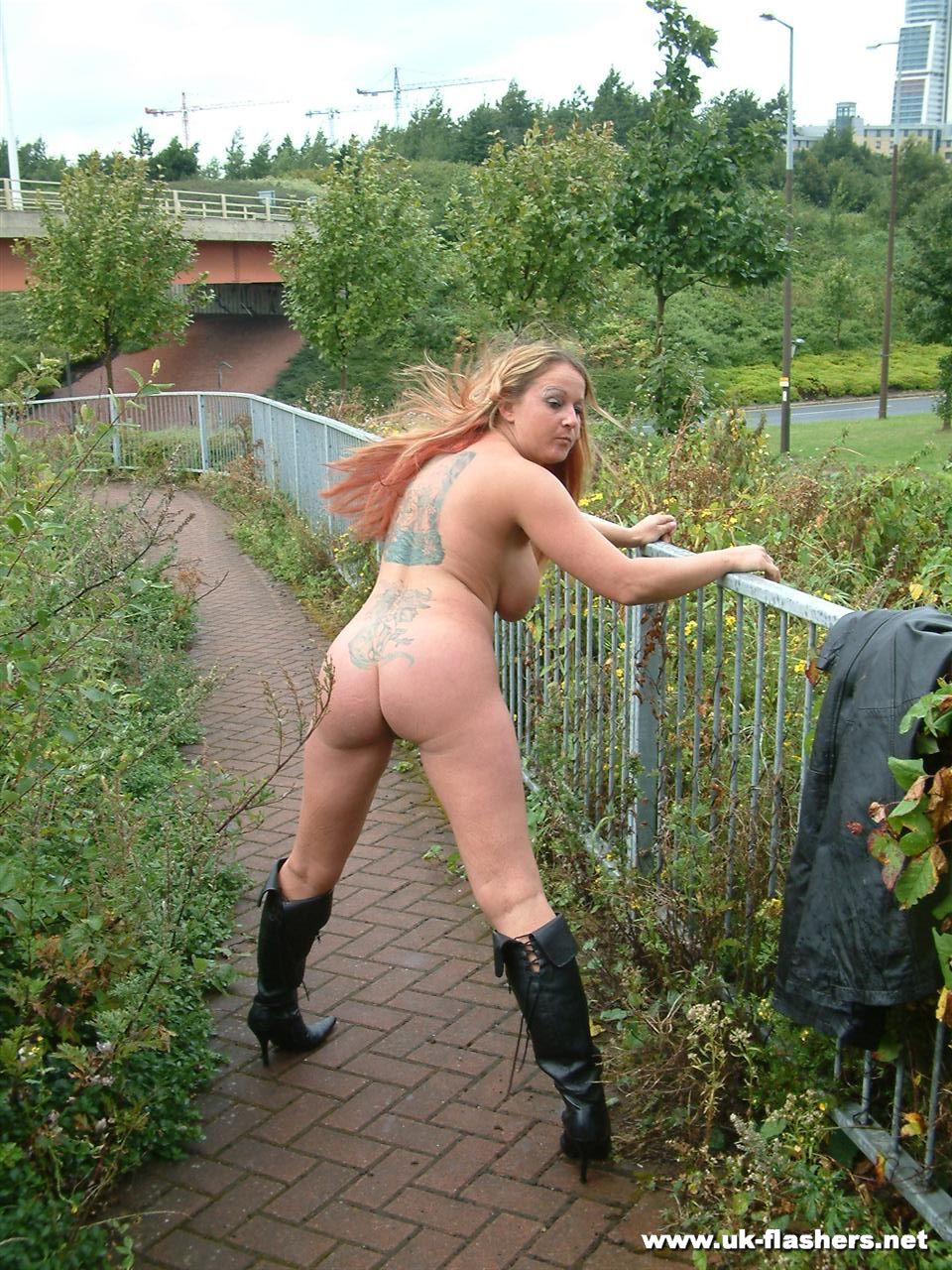 exhibitionist Milf public