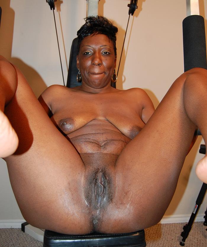 mature pussy Ebony black spread