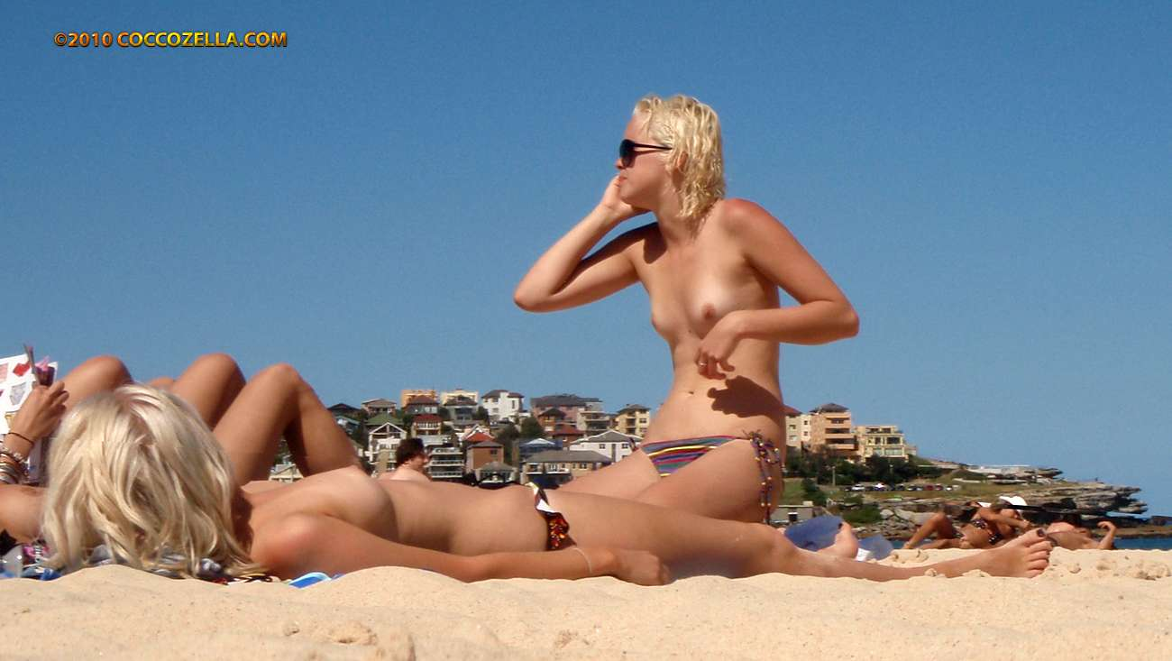 beaches nude Australian girls