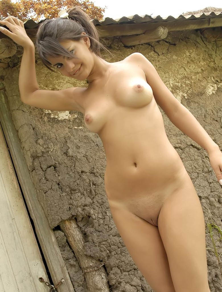girls Beautiful nude country
