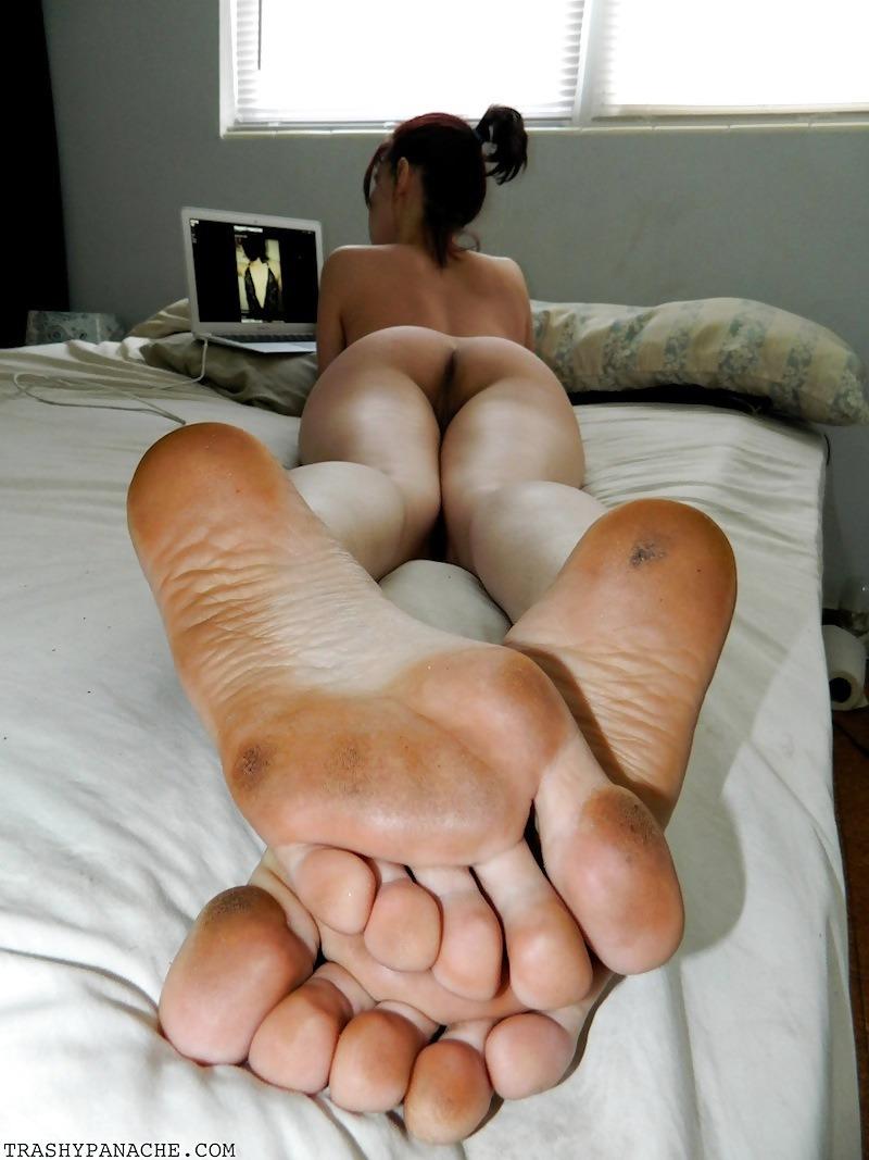 nude Girls dirty feet