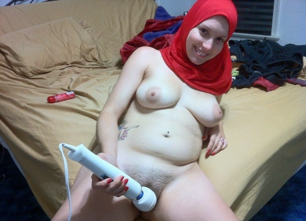 Exhibition wife shows pussy