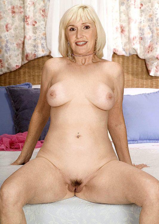 women mature nude Beautiful curvy
