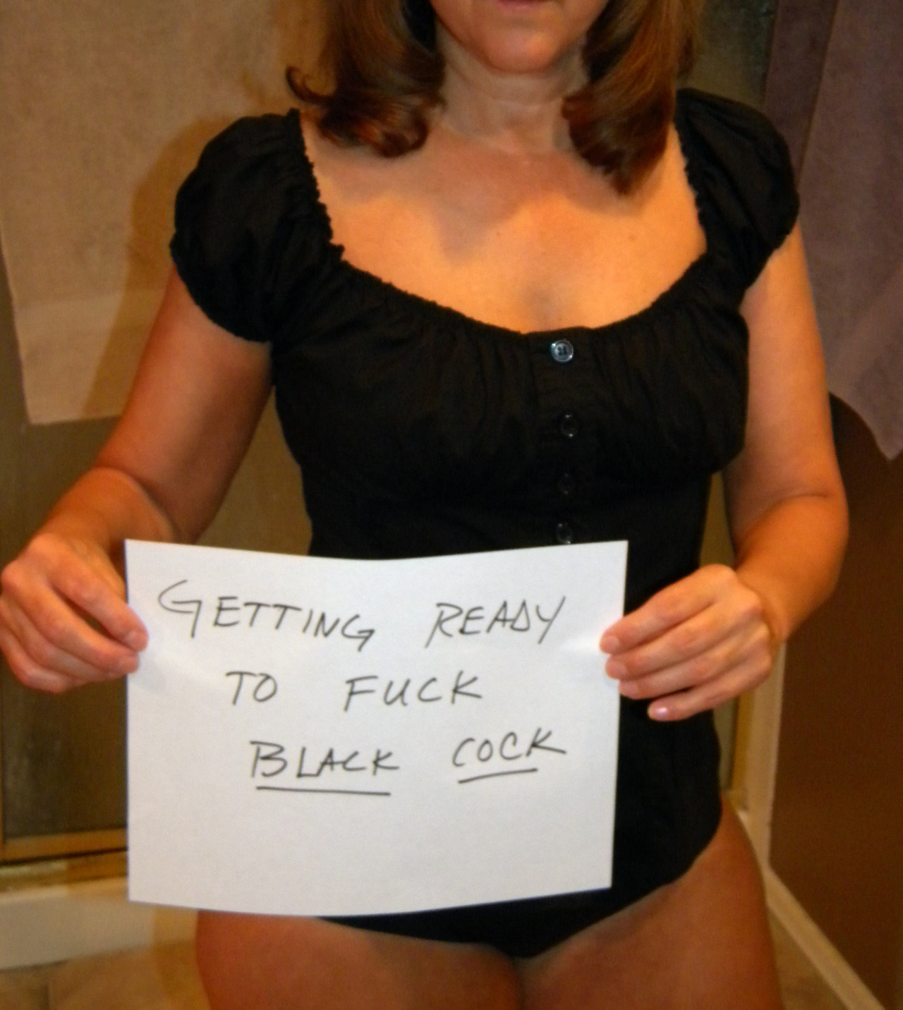 housewife Stud invites into her house milf